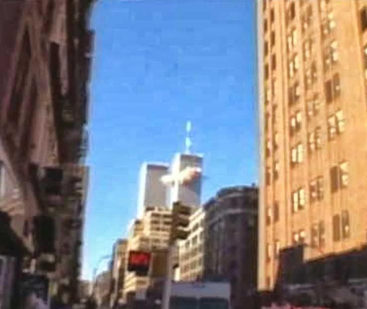 Het eerste vliegtuig vliegt in de North Tower van het WTC om 8:46
