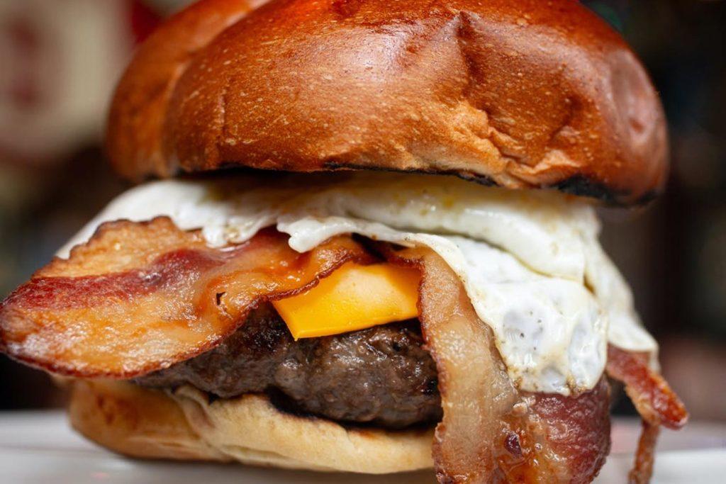 De Green Door Tavern 'Bootlegger' hamburger